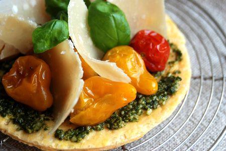 Tartelettes_aux_trois_tomates__pesto_et_parmiggiano_002