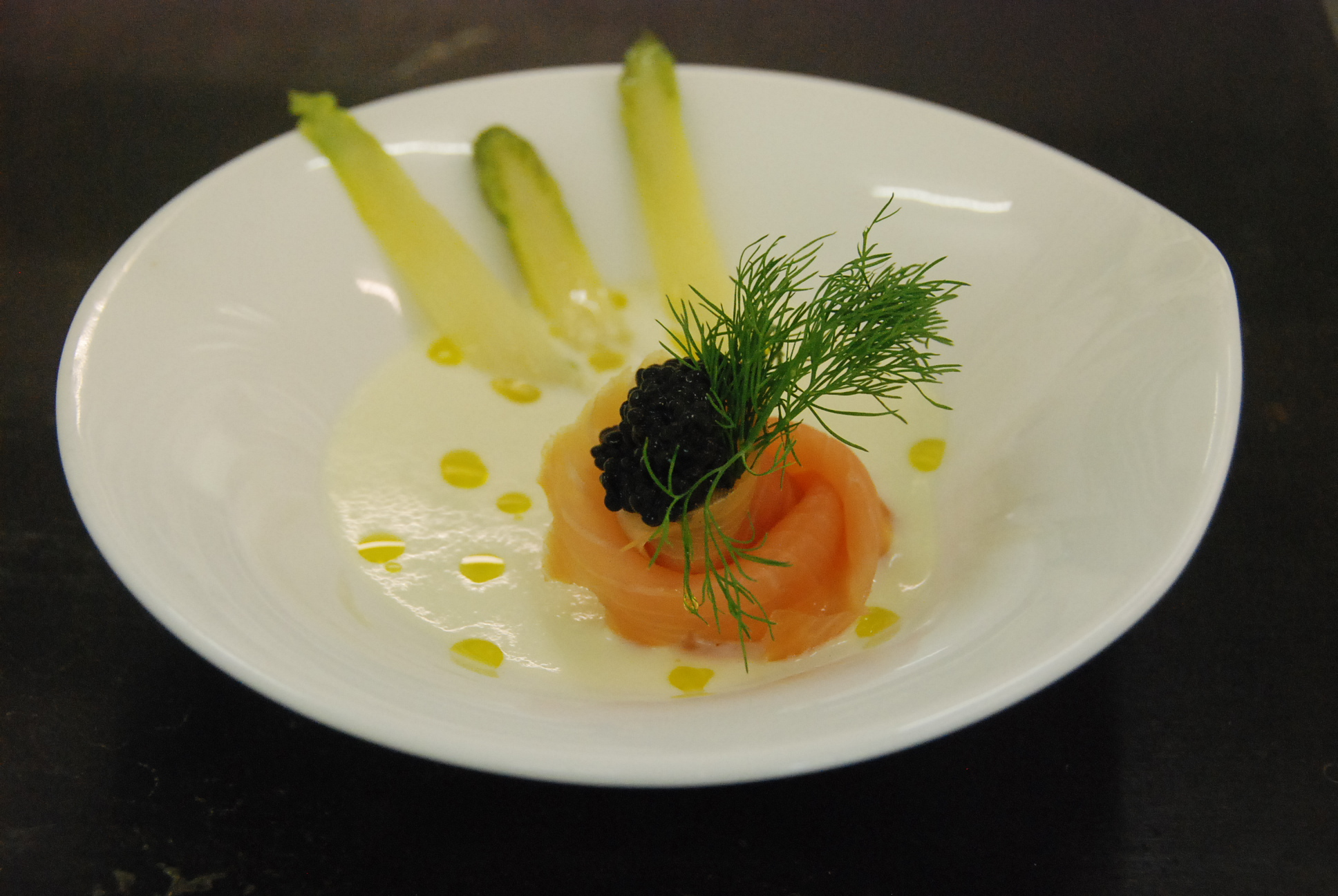 velout d 39 asperges saumon fum oeufs de harengs cf institut paul bocuse cuisine plurielle. Black Bedroom Furniture Sets. Home Design Ideas