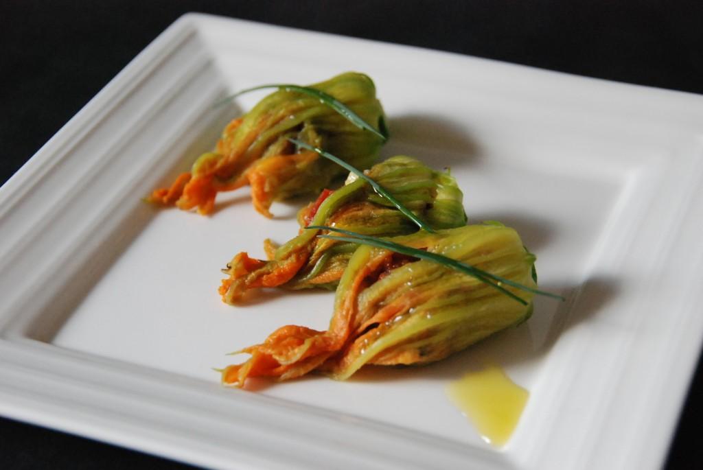Fleurs de courgettes farcies cuisine plurielle - Fleurs de courgettes au four ...
