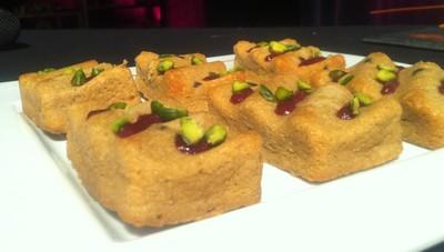 Moelleux pistache chocolat et compotée de framboises anis dans une nouvelle forme
