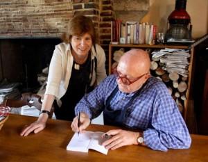 """Jean Pierre Coffe me dédicaçant son ouvrage : """"Le plaisir à petit prix"""""""