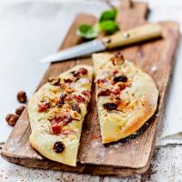fougasse-de-fromage-de-brebis-poitrine-de-porc-et-noisette